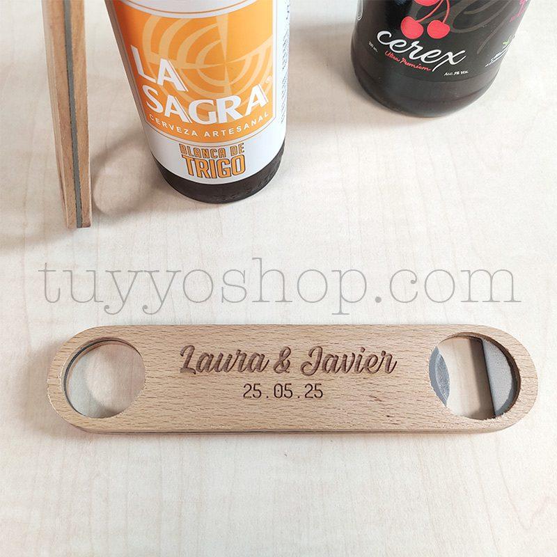 Ultimos regalos para invitados añadidos abrebotellas de madera personalizado