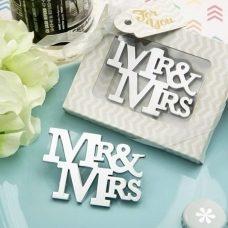 Abrebotellas modelo mr&mrs para regalar como detalle de boda