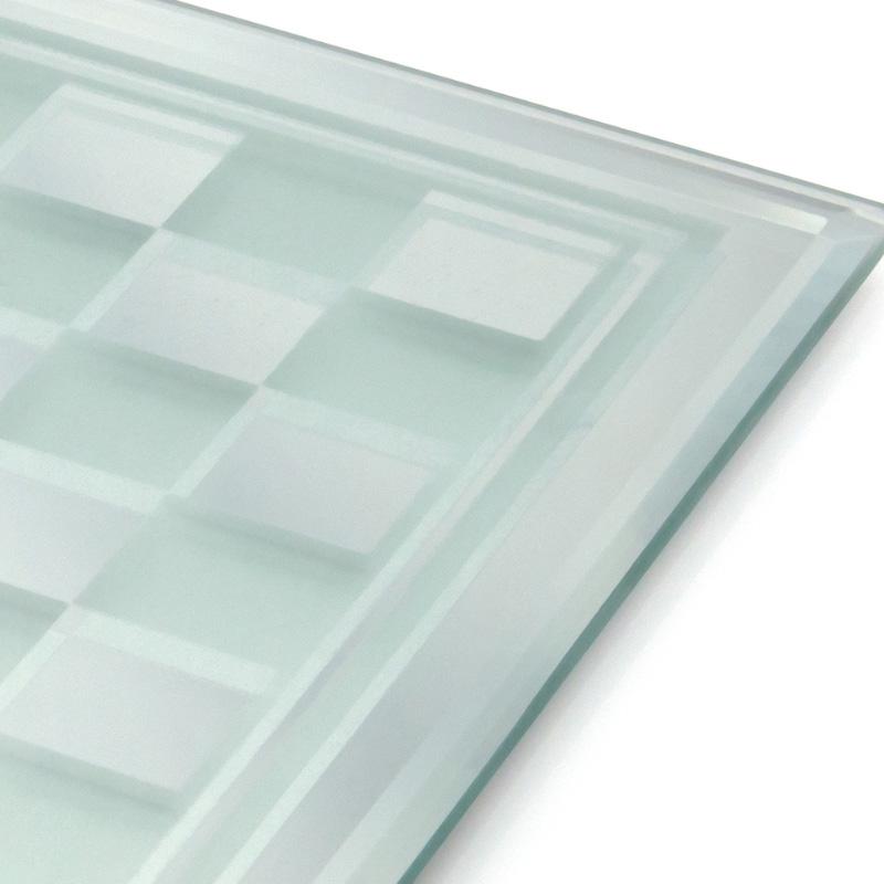 Ajedrez de cristal. Piezas translúcidas. 22x22cm