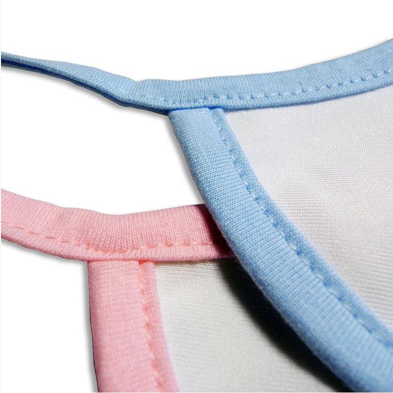 Babero personalizado en tela con ribete y cinta de colores