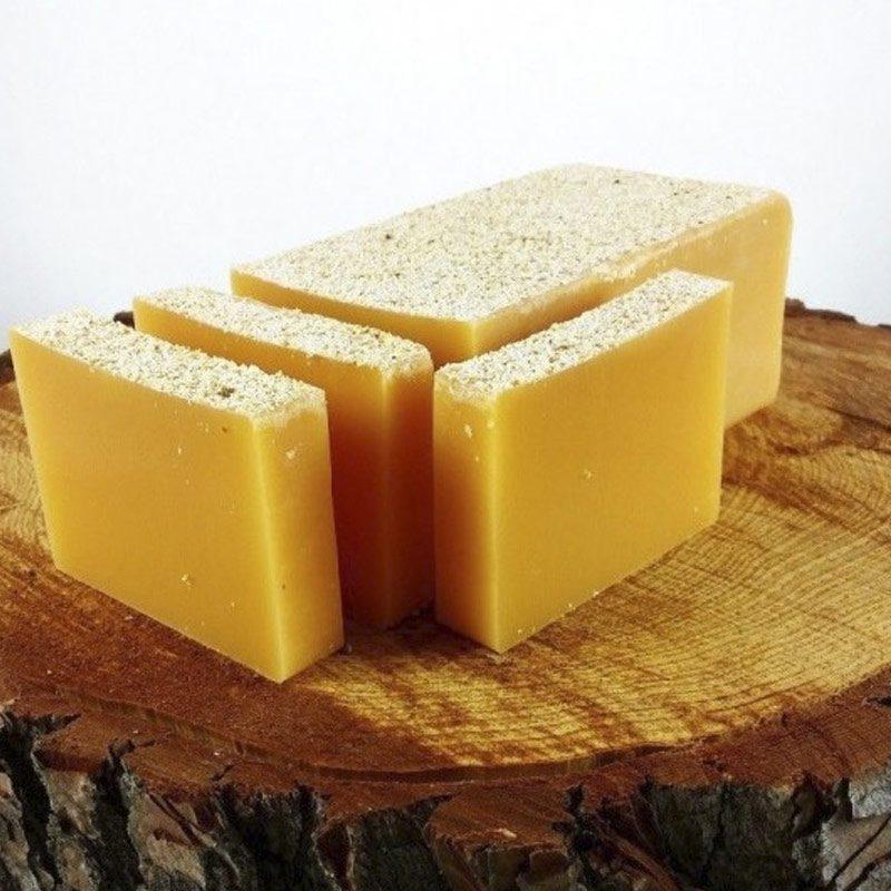 Barra de jabón de glicerina con semillas de mango