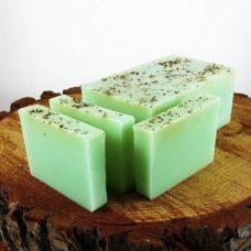 Barra de jabón de glicerina con semillas de menta fresca