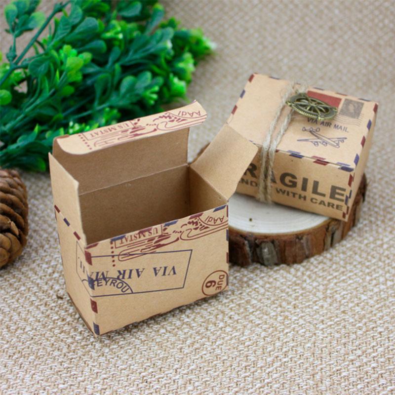 Cajita para regalo modelo Air Mail. Brújula y cuerda incluida.