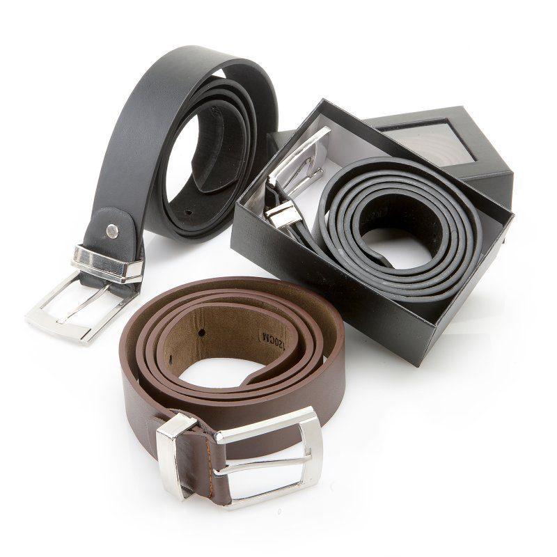 Elegante cinturón con hebilla presentado en estuche