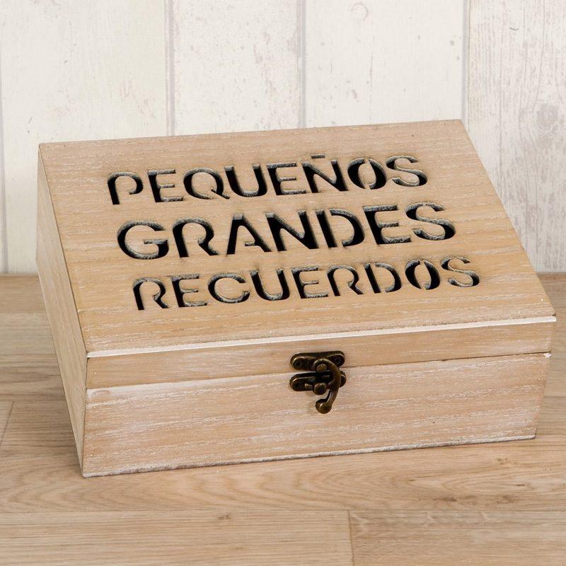 Cofre de madera Pequeños Grandes Recuerdos. 23x17cm