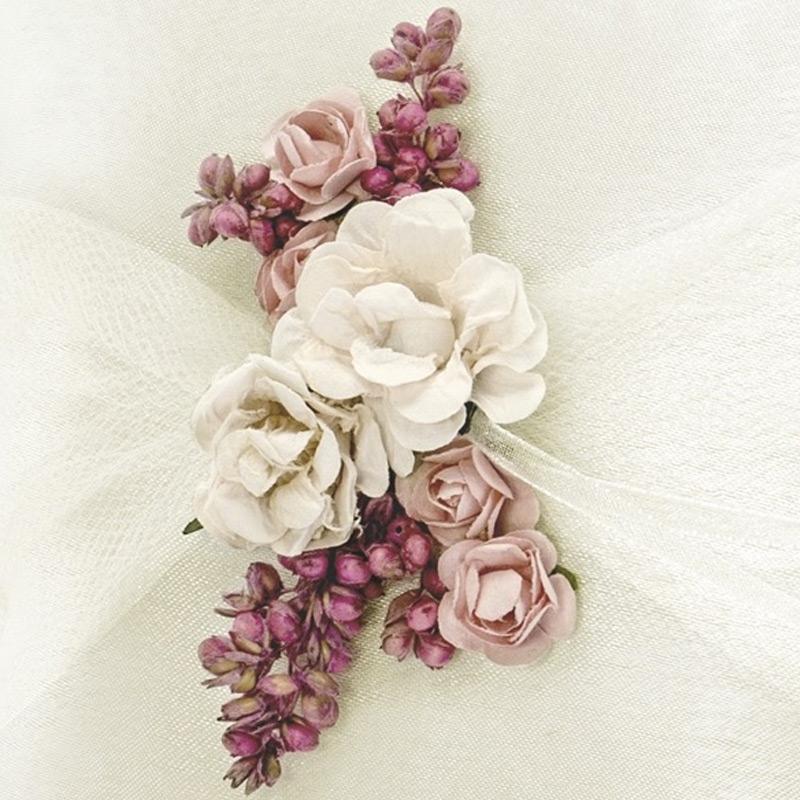 Cojín porta alianzas. Flores secas.