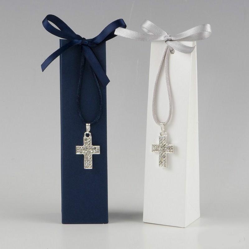 Colgante cruz en cajita azul o blanca