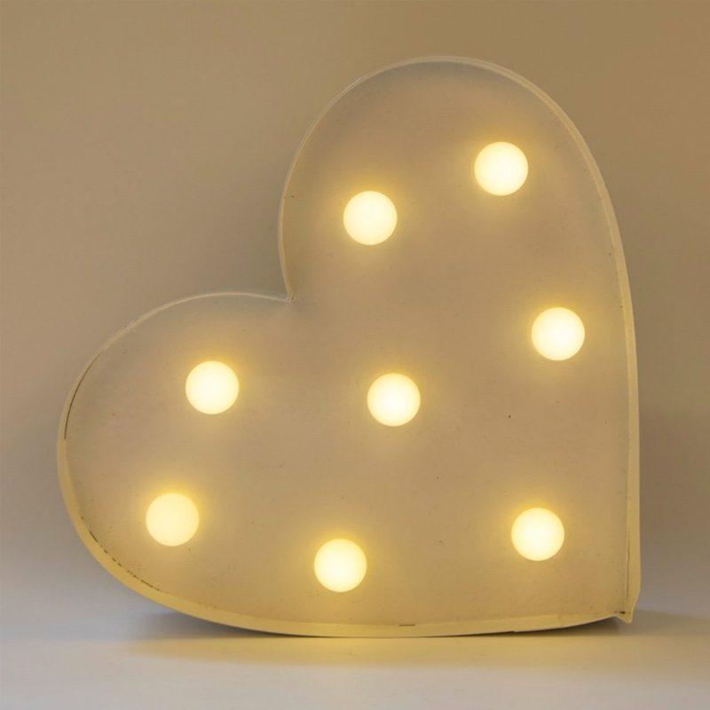 Corazón en color blanco con iluminación led.