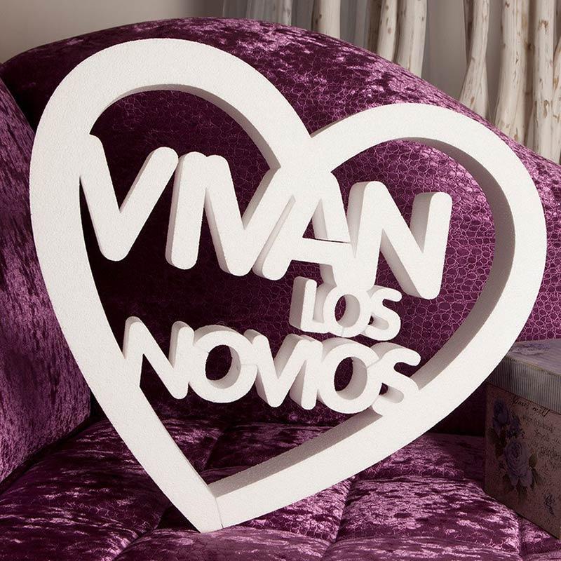 Corazón de corcho con la frase Vivan los Novios