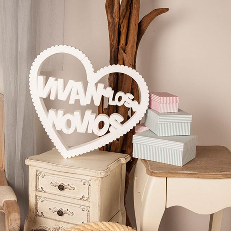 letras en corcho para boda en forma de corazón rizado y con la frase, vivan los novios