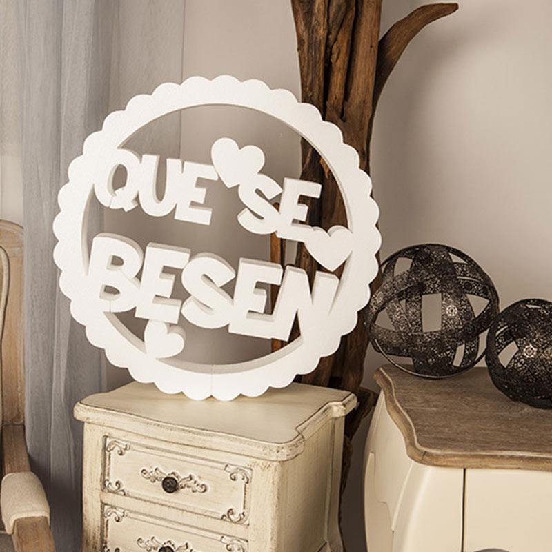 "Corcho circular rizado ""Que se besen"" en color blanco"