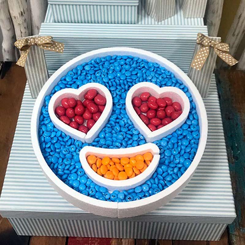 Ultimos regalos para invitados añadidos corcho para candybar emoticono corazones