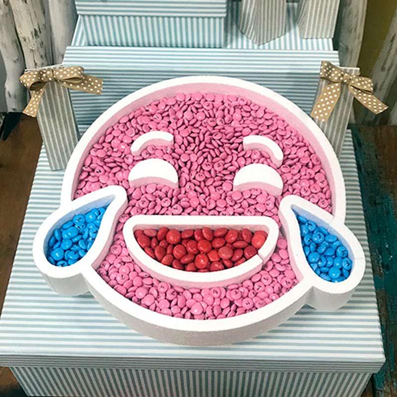 Ultimos regalos para invitados añadidos corcho para candybar emoticono risa