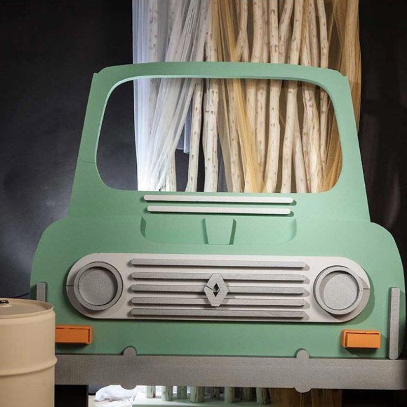 Corcho photocall Renault 4L. 149cm x 145cm