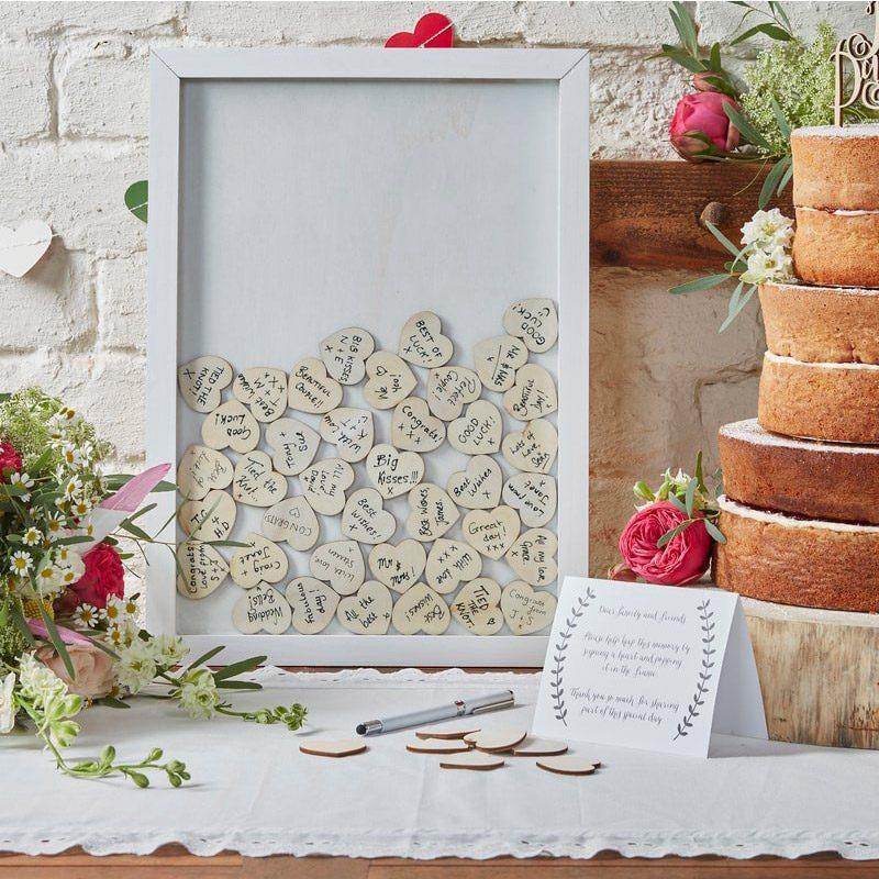 Cuadro de madera para corazones. Incluye 70 corazones de madera. cuadro de firmas para boda corazones