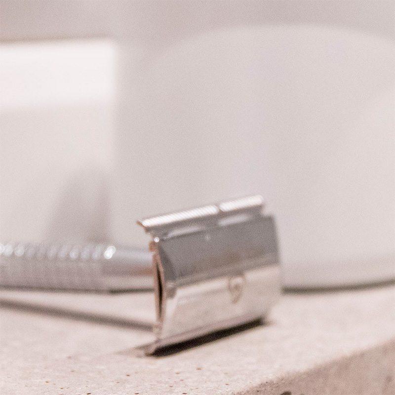 Cuchilla de afeitar vintage. Metal. Presentada en caja kraft.
