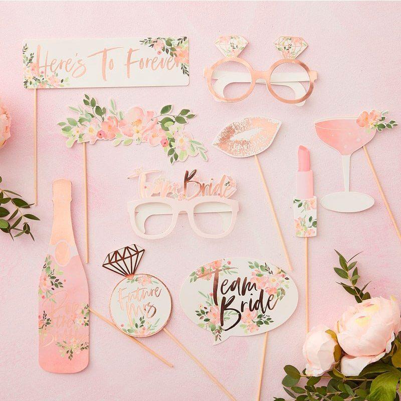 Set complementos para photocall. Modelo floral. 10 piezas. elementos para photocall modelo floral