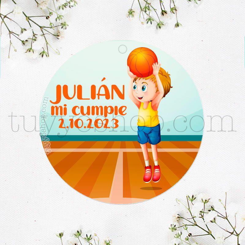 Etiqueta de cumpleaños Niño jugando a Baloncesto