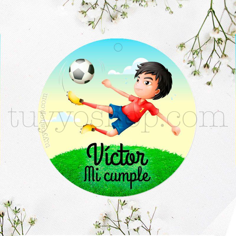 Etiqueta de cumpleaños Niño jugando a Fútbol