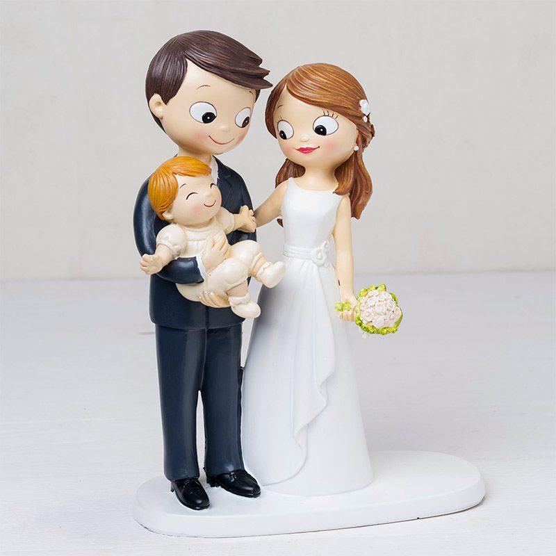 Figura para pastel de boda novios bebé en brazos. Toppers