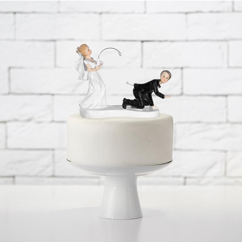 Divertida figura para tarta. Novia pescando al novio.
