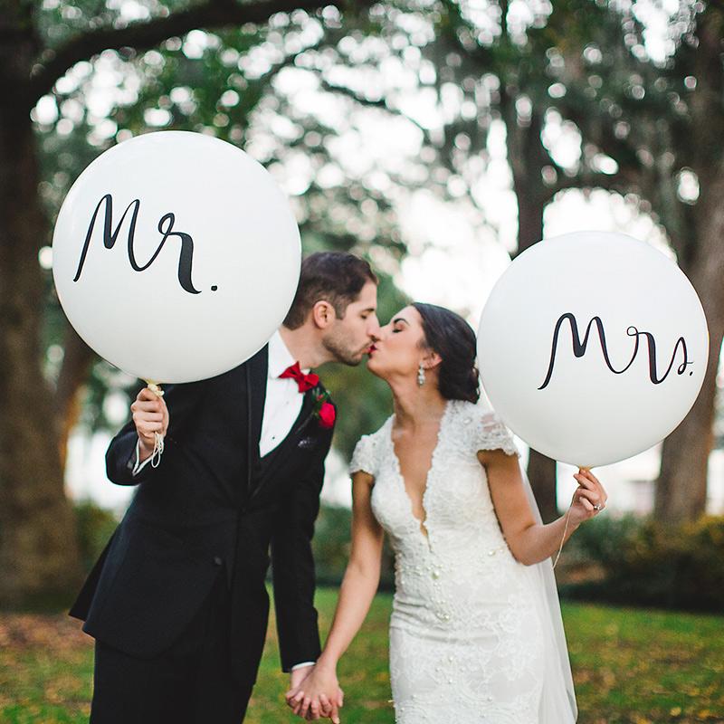 Pack 2 globos para boda. Mr y Mrs. Hasta 91cm de inflado. globo boda mr mrs tres