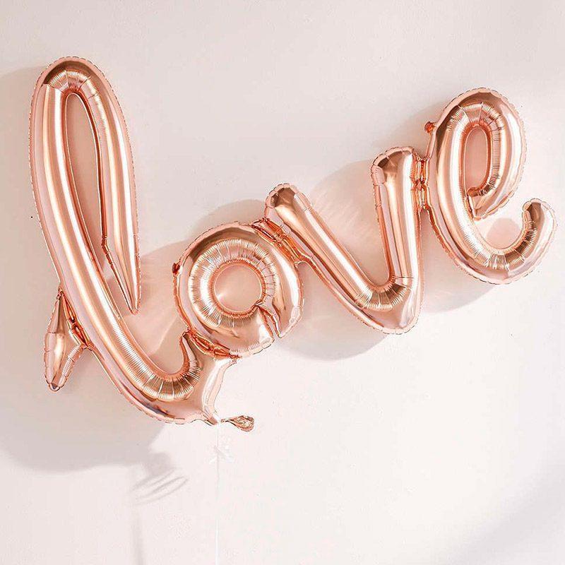 Globo metalizado, palabra love.