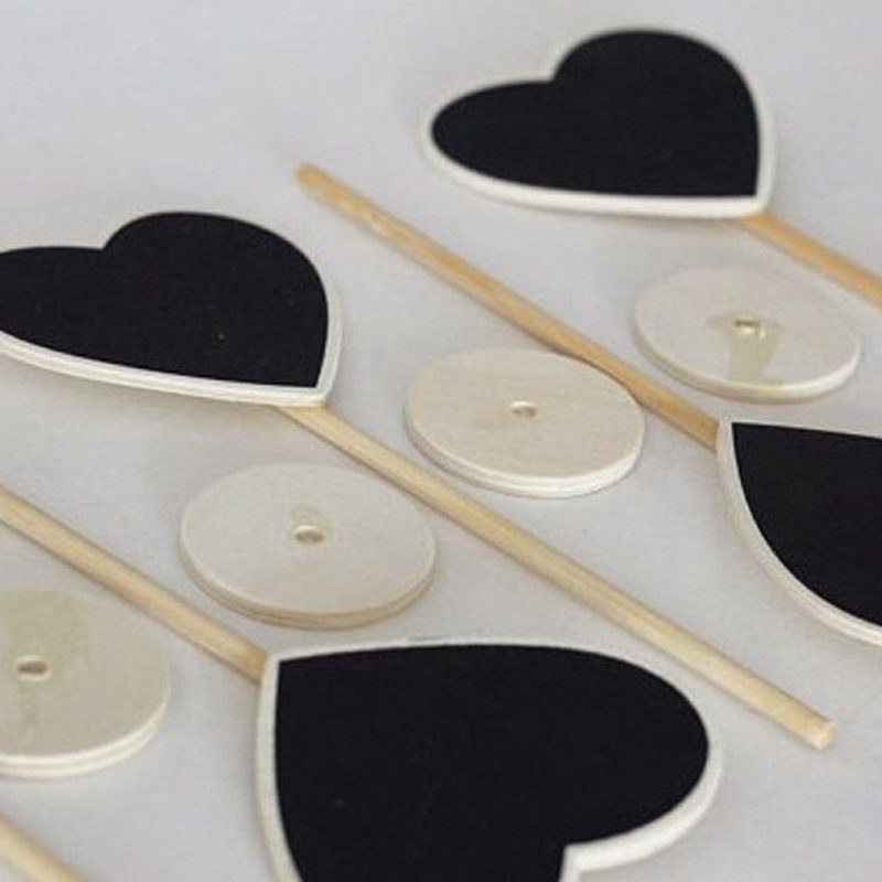 Soporte de madera y pizarra corazón identificador pizarra corazon 1