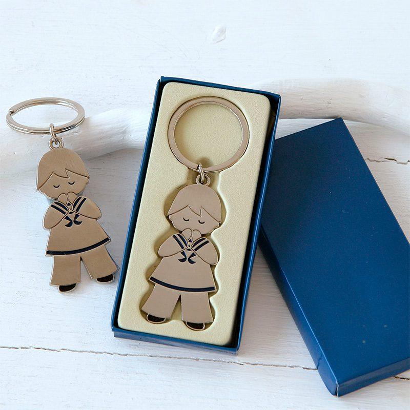 Llavero para regalo. Niño rezando. Incluye caja.