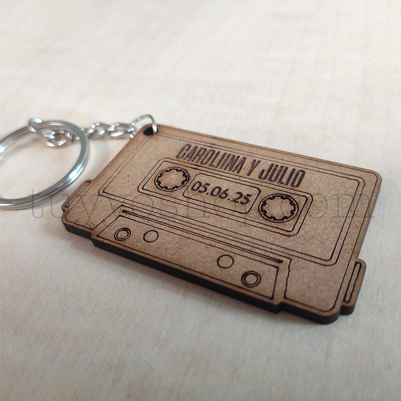 Llavero personalizado para boda, DM, modelo cassette, 3,5x5,5cm llavero personalizado para boda madera casete4