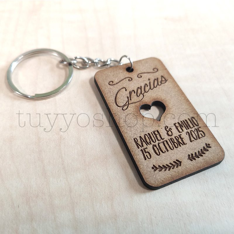Ultimos regalos para invitados añadidos llavero rectangular para boda madera2