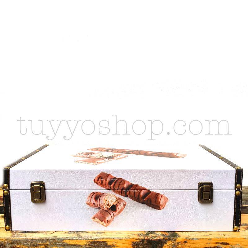 Caja/Cofre para regalo, chocolates Kinder. Formato mediano maletin golosinas mediano cerrado