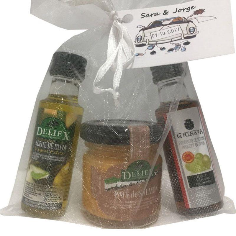 Pack de aceite para boda, vinagre de jerez y paté de salmón. Bolsa de organza de regalo.
