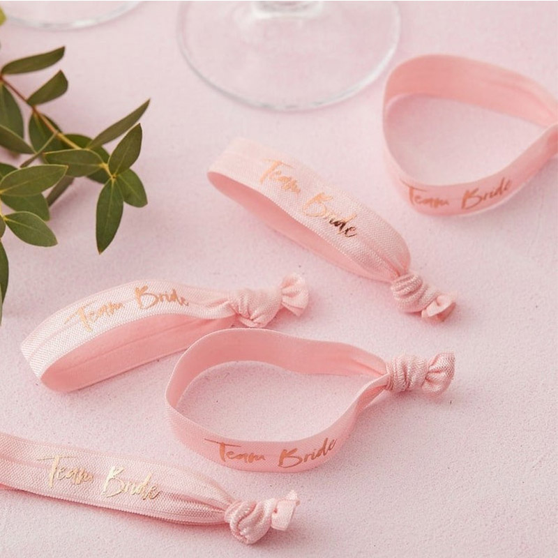 Pack de 5 pulseras. Team Bride. 10x2cm. Color rosa. pack pulseras rosas para boda 2