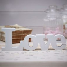 Palabra love en madera lacada