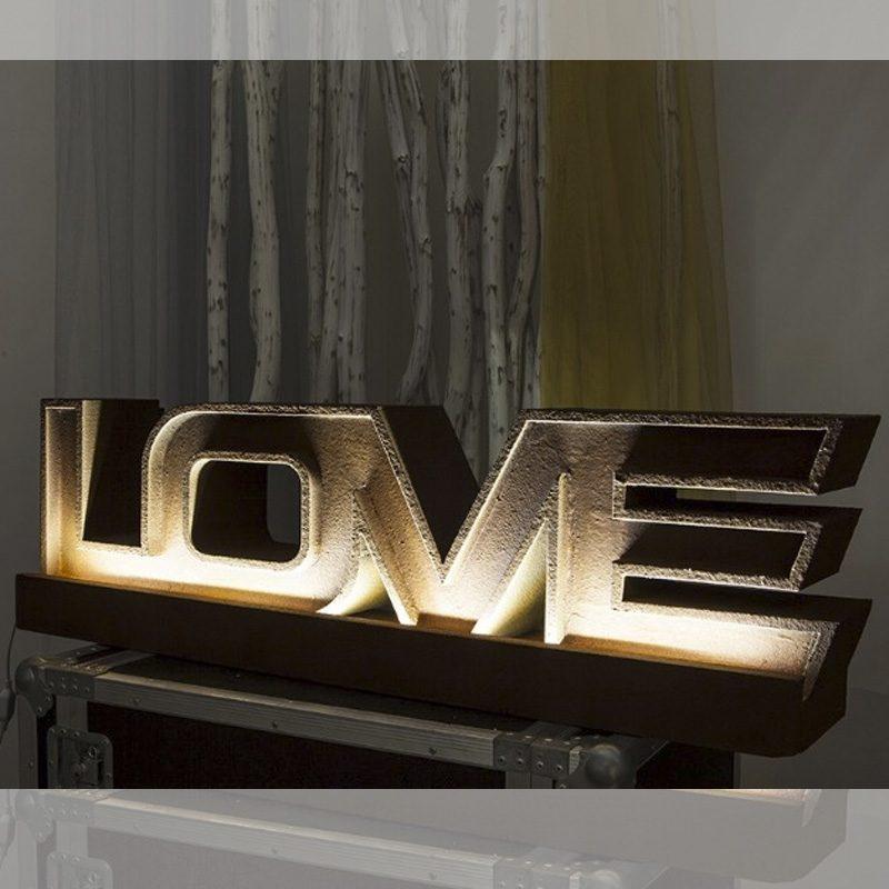 Espectacular palabra LOVE con iluminación led