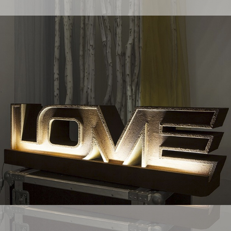 Espectacular palabra LOVE con iluminación led