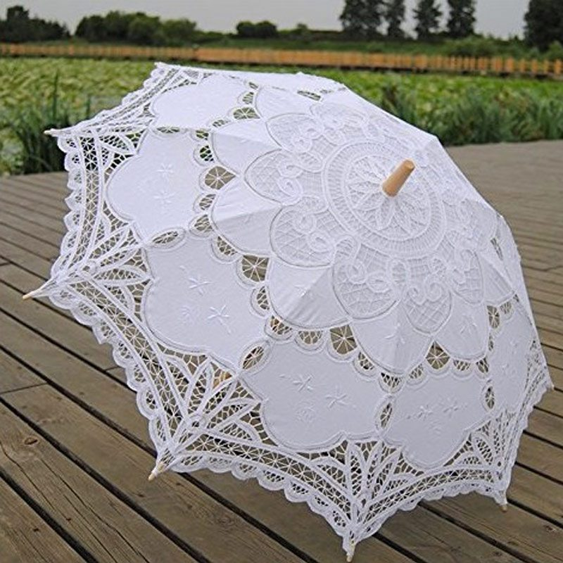Paraguas de encaje para novia. 48cm. Encaje y mango de madera. Blanco. paraguas encaje boda 2