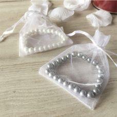 Pulsera perlas presentada en bolsita de organza
