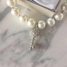 Pulseras perlas blancas con llave