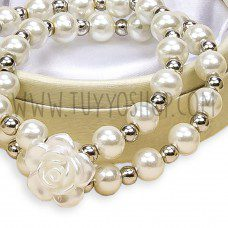 pulsera con perlas y rosa
