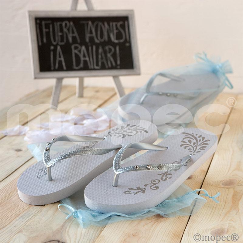 sandalias para boda en color blancas y plateadas