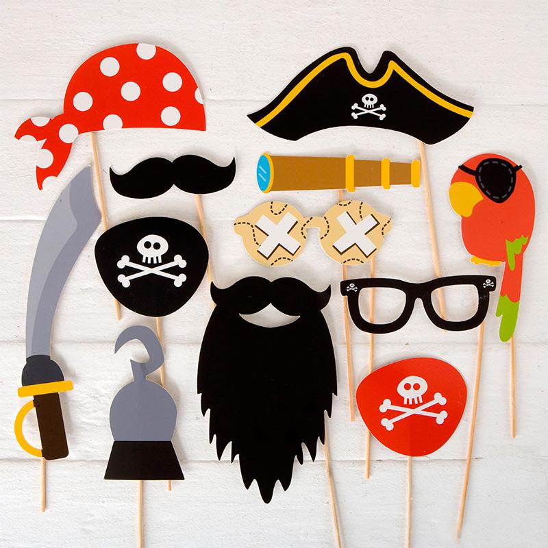 Set de complementos para photocall. Piratas. 12 piezas.
