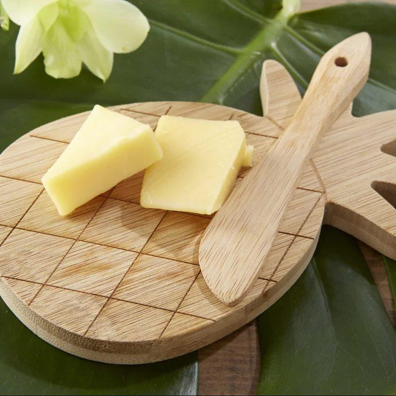 Original tabla de quesos para boda en forma de piña. Madera.