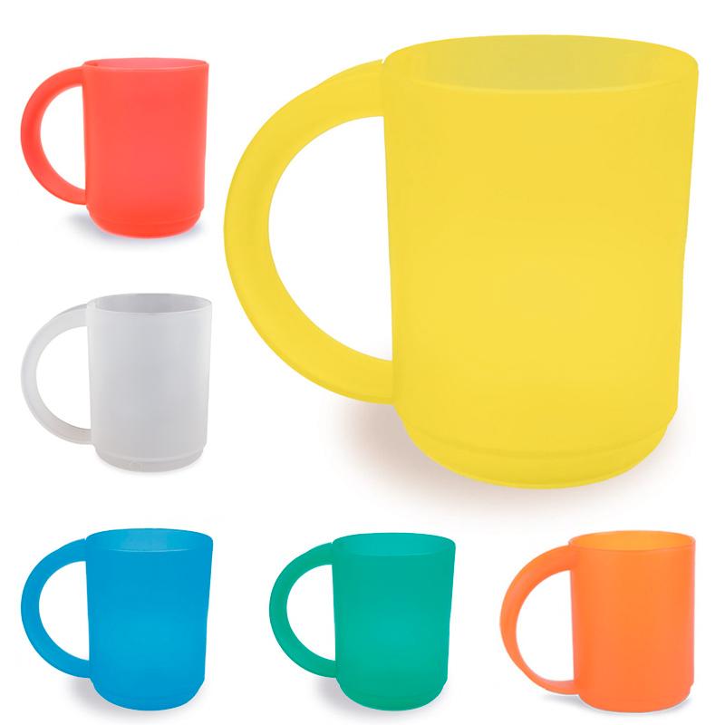 Taza de plástico para niños. Colores surtidos. 400ml