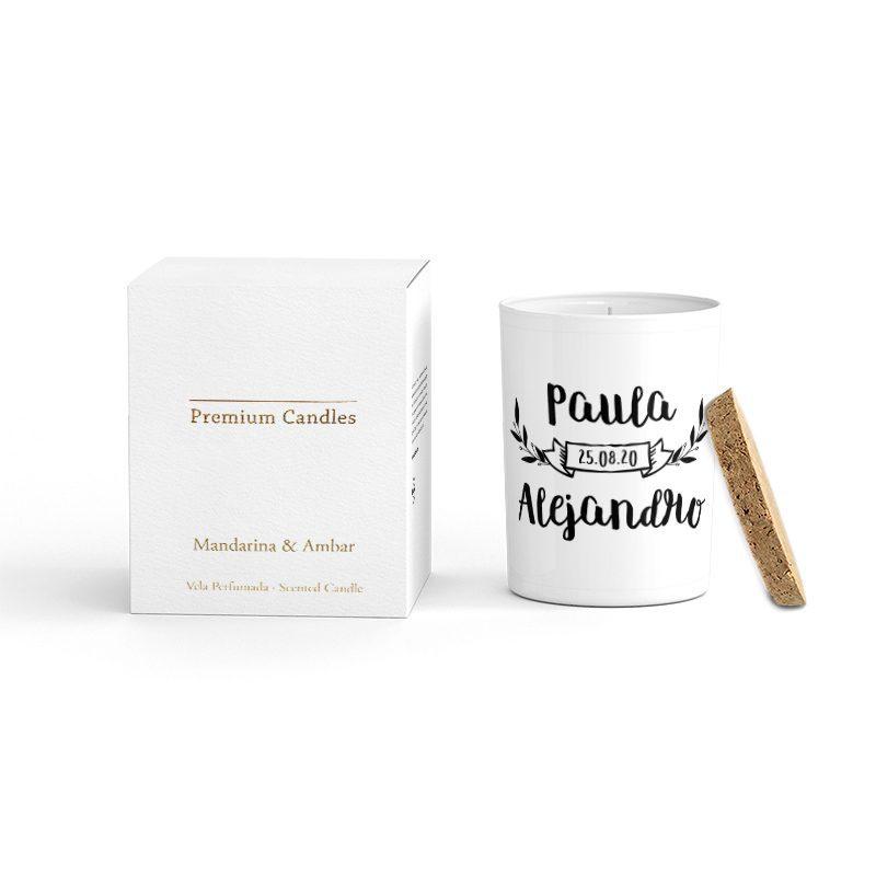 Vela Premium en color blanco. Tapa corcho y caja de regalo. Personalizable. Paula